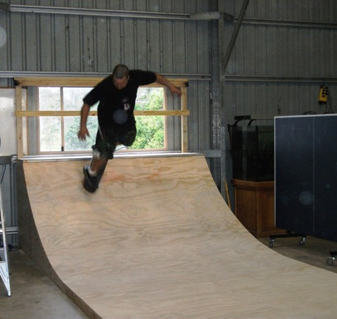Halfpipe smith grind